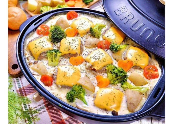 7、ホワイトチーズソースの煮込みハンバーグ.jpg