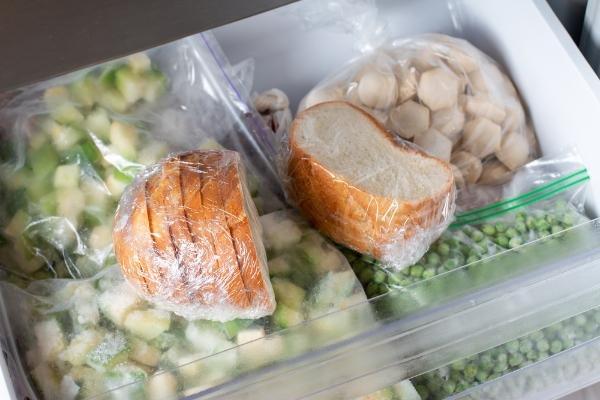 15、冷凍庫にストックされている食材.jpg
