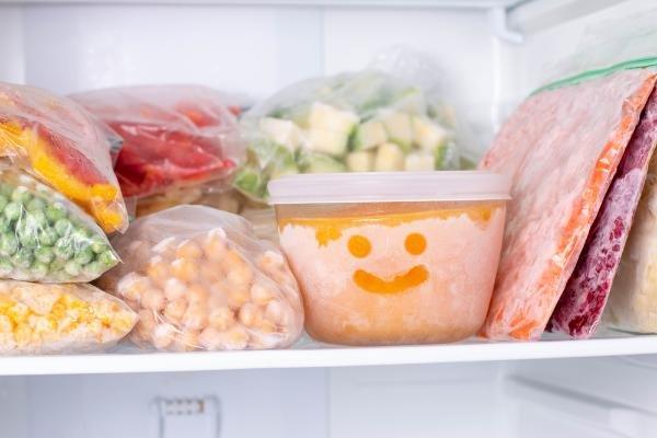 2、冷凍庫内にある冷凍された食品.jpg